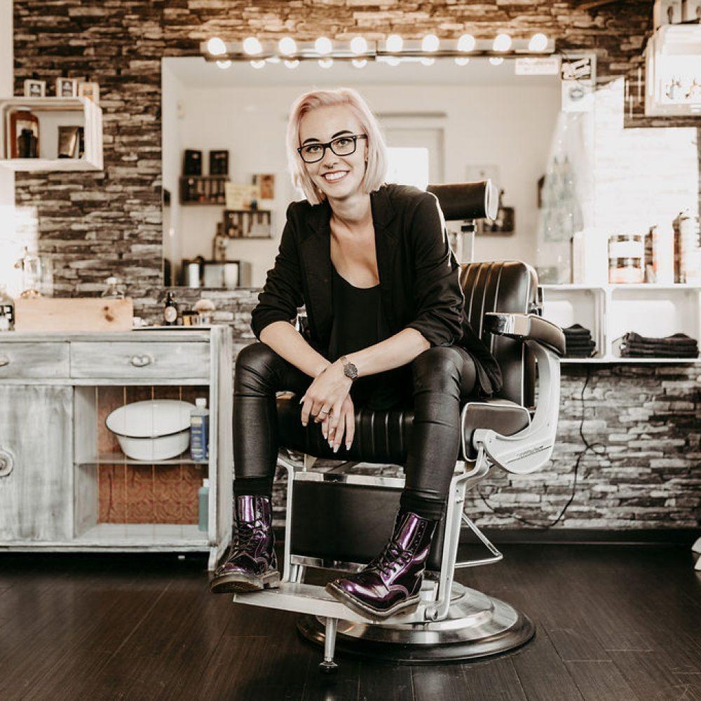 Haircut Bergen Salon Rasur Mitarbeiter Linda